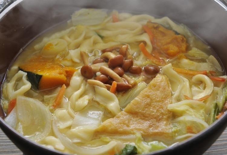 味噌と野菜の旨味が体に染みる 名物ほうとう不動 河口湖北本店
