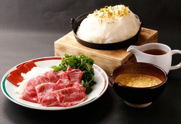 宿の名物料理は「すき焼き雲海鍋」