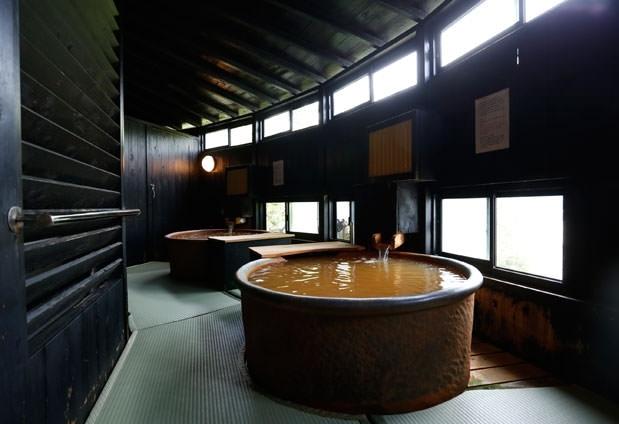 「金泉」を二種類の湯船で愉しもう
