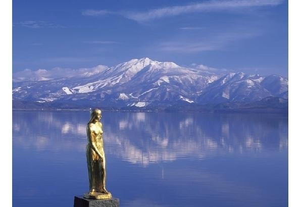 青く輝く湖面が印象的「田沢湖」