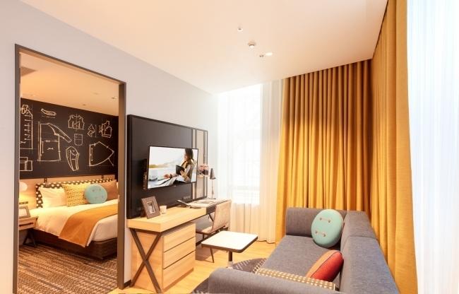 長期滞在も可能な明るくモダンな客室