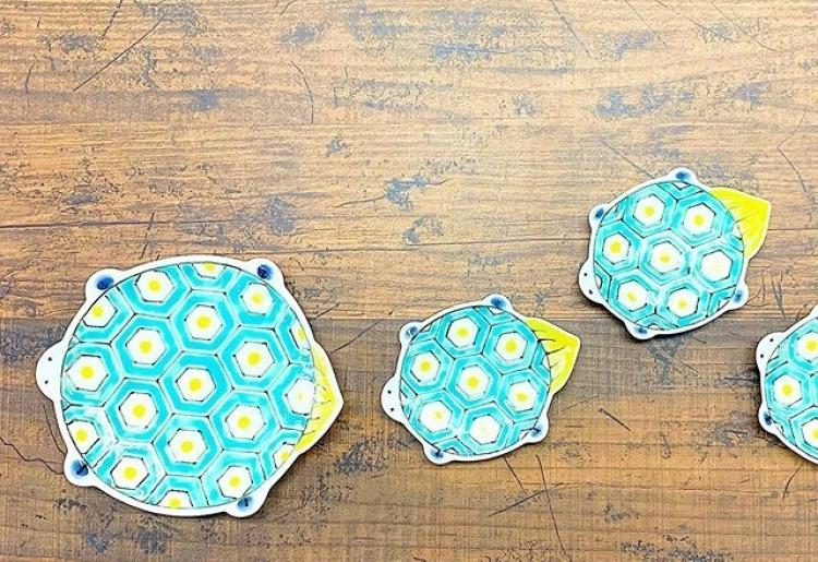 3位 食卓に華を添えるパステルな亀さん「田森陶園 亀取皿」(佐賀)