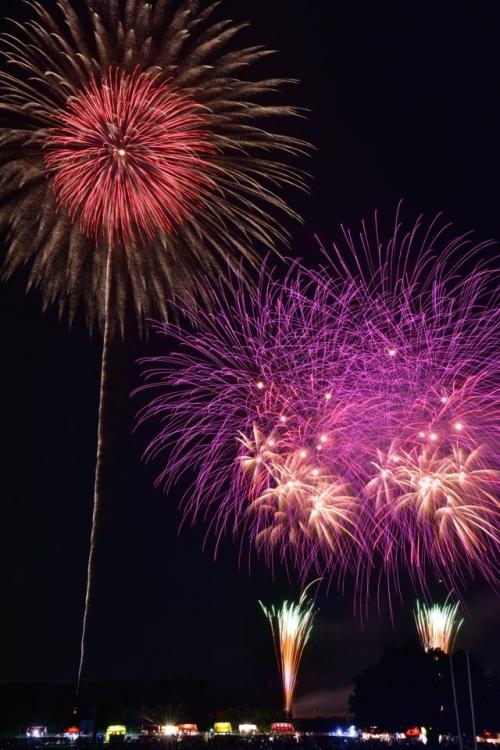 伝統的な花火大会は8月10日(土)19:00から