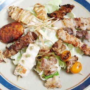 ガーリックパウダー、一味・七味をお好みで。「長門やきとり」を食べに行こう