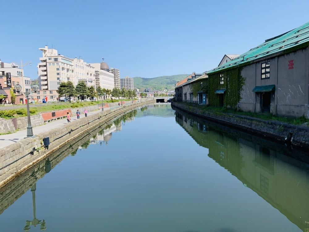 運河沿いで海外の港町散歩「小樽運河」