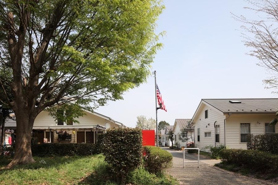 かつての米軍宅でアメリカンな気分を「ジョンソンタウン」