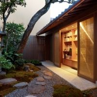 京町家をリノベーションした宿が誕生。約200冊の本を備えたライブラリースペースも