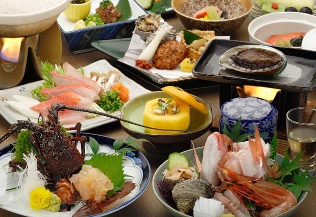 地産磯料理をベースに様々な食事プランを用意