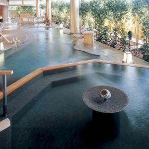 湯めぐりで美肌に!?さまざまな湯処が愉しめる温泉宿を全国から4つ厳選