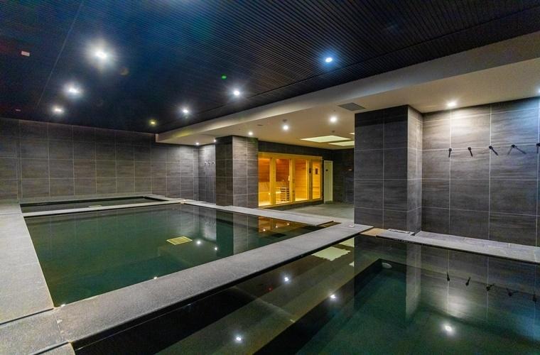 広くて清潔。開放感あふれる大浴場も魅力的。