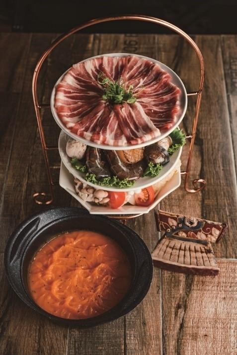 イタリア風のスープで仕立てた火鍋でほっこり。