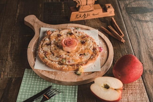 デザート感覚のピザは、甘酸っぱいリンゴがぎっしり。