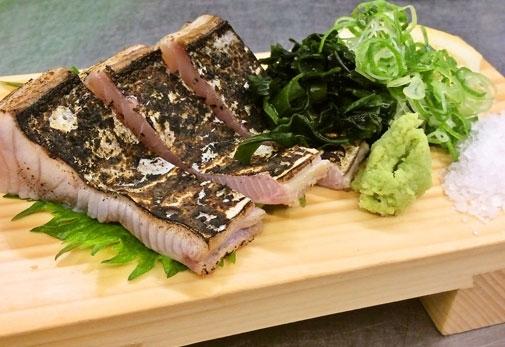 おすすめは、藁焼きのタタキ