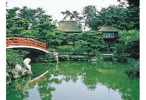 ④中津万象園・丸亀美術館