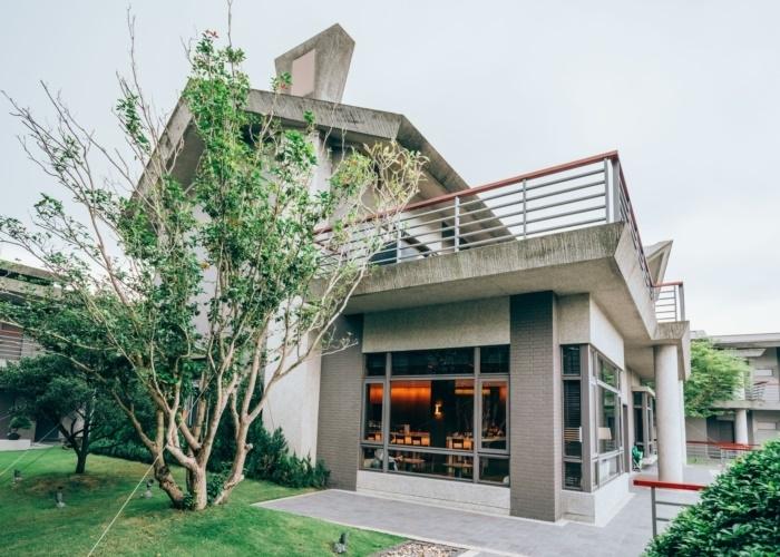 伝統的な三合院スタイルの、豪華でモダンなヴィラ。