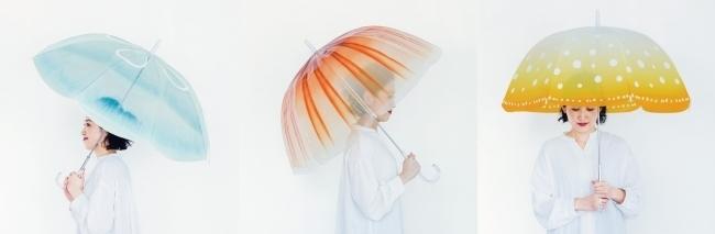 雨空を泳ぐクラゲの傘