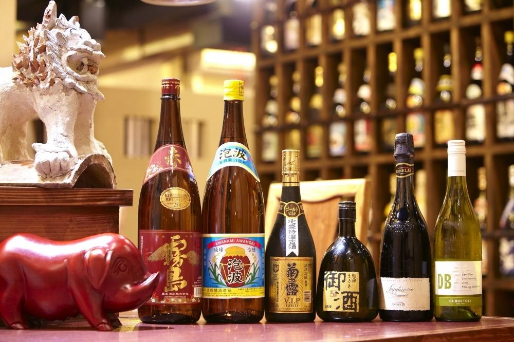 沖縄料理、お酒なども充実