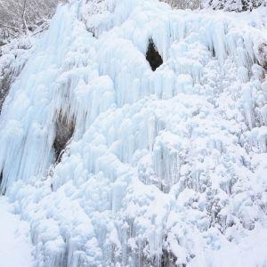 まるでアナ雪の世界! 飛騨大鍾乳洞冬季限定イベント「氷の渓谷」が絶景