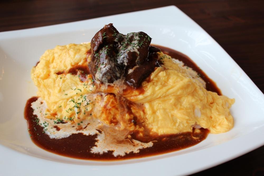 贅沢ランチメニュー③オムライス〜ホホ肉のデミグラスソース
