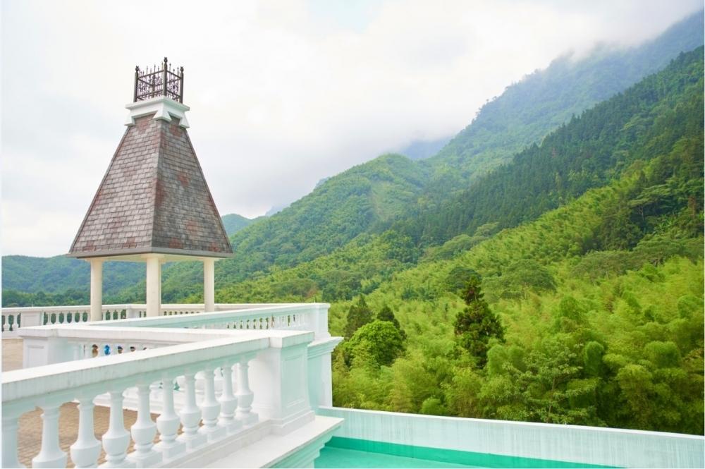 台湾唯一の山岳リゾートは、宮殿風の神秘的な佇まい。