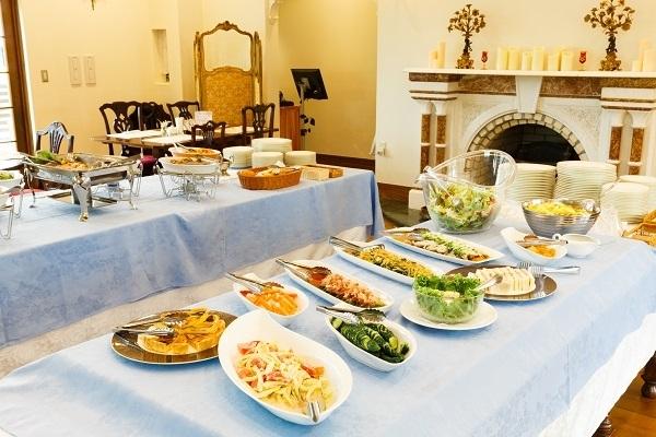 4人のシェフが作る、素材にこだわった上質な料理が楽しめるランチビュッフェ