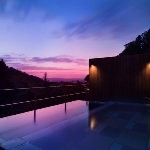 天空と緑に抱かれる時間。「庄助の宿 瀧の湯」の絶景の湯処が贅沢すぎる