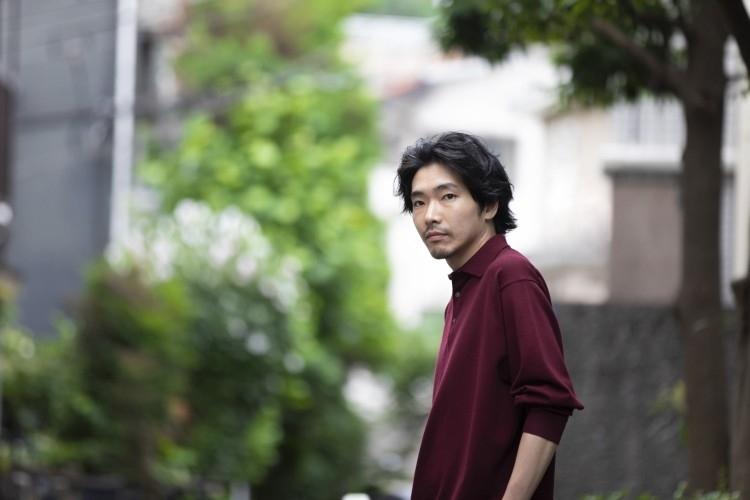 ふとしたしぐさや表情が女性の心をくすぐる俳優・柄本佑さん