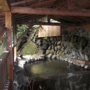特別な日は特別な秘湯の宿で。「花敷の湯」で源泉掛け流しの温泉を堪能