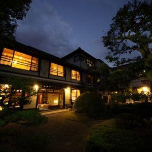 今秋、歴史ロマン溢れる街へ。佐賀県・唐津で泊まるべき隠れ宿