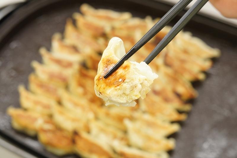 パクパクパク……箸が止まらない!ヤミツキ必至の「特選とり餃子」