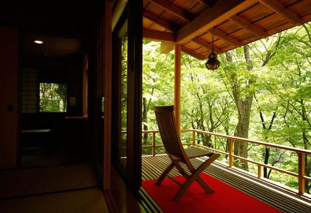 「緑霞山宿 藤井荘」の魅力①客室はすべて渓谷沿い