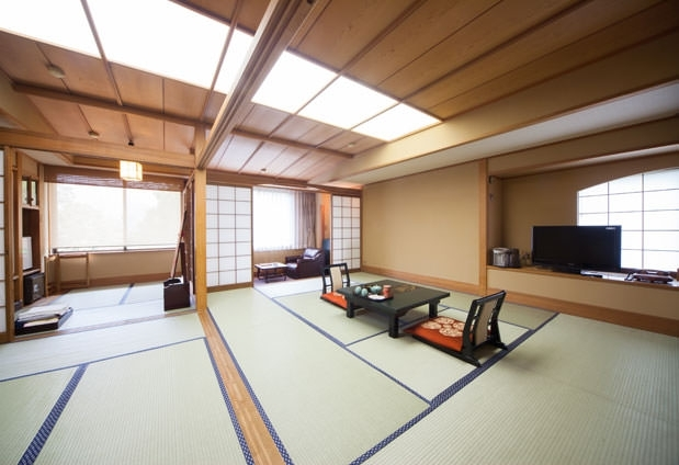 猫越川と天城の美しい自然を望める客室