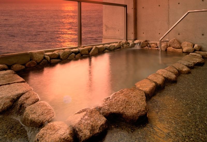 ③夕陽を望める露天風呂