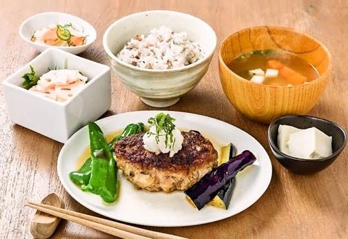 鹿児島県産の食材をふんだんに利用した一汁三菜ランチが食べられる「Café NorieM」