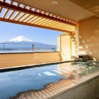 富士山と河口湖を一望できる!絶景を望む宿「秀峰閣 湖月」