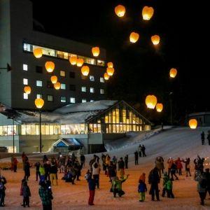 【新潟】ニュー・グリーンピア津南で冬の恒例、「空飛ぶランタン」開催