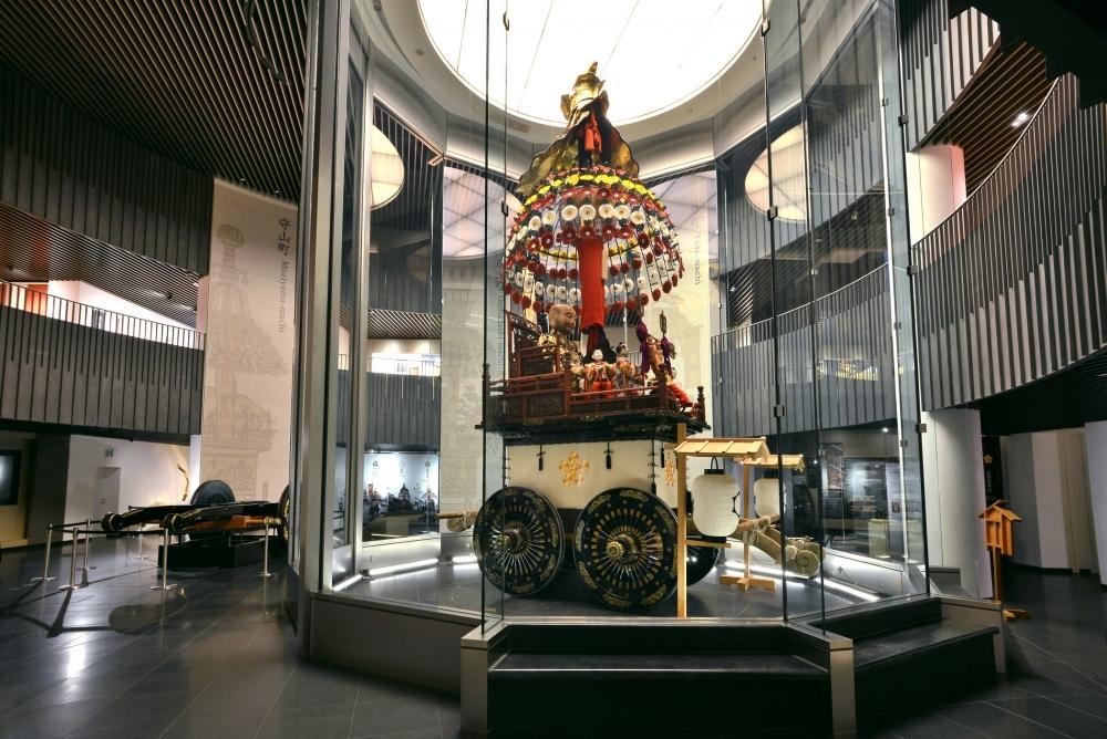 ユネスコ無形文化遺産の「高岡御車山祭」の高揚感を体感