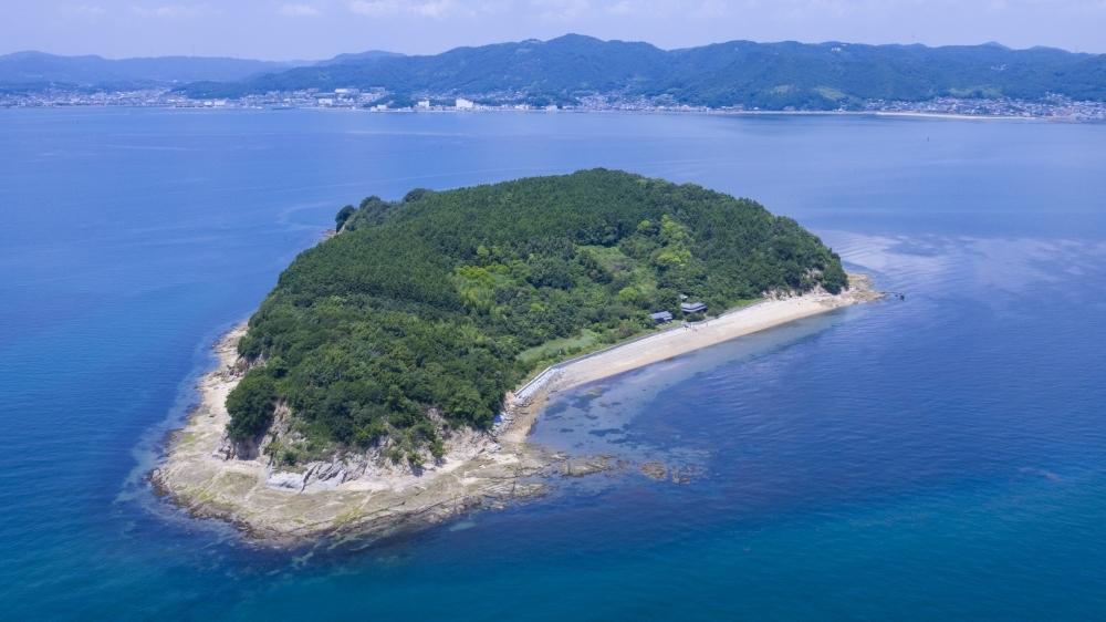 瀬戸内海に浮かぶ無人島、通称「くじら島」