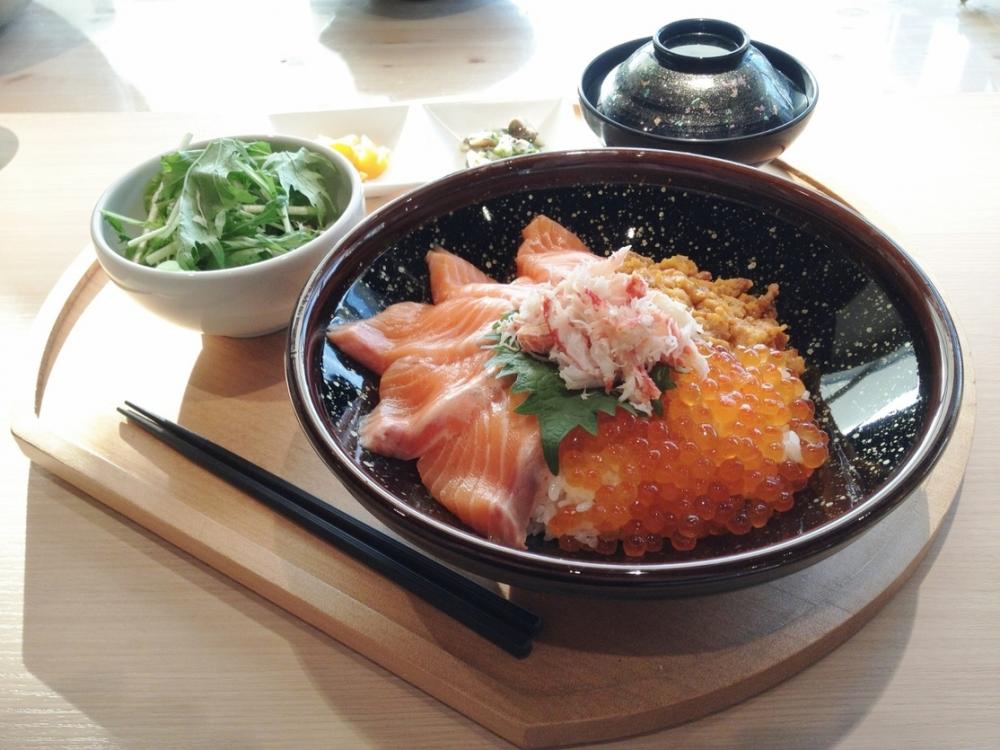 人気漁港メシ①海鮮丼定食