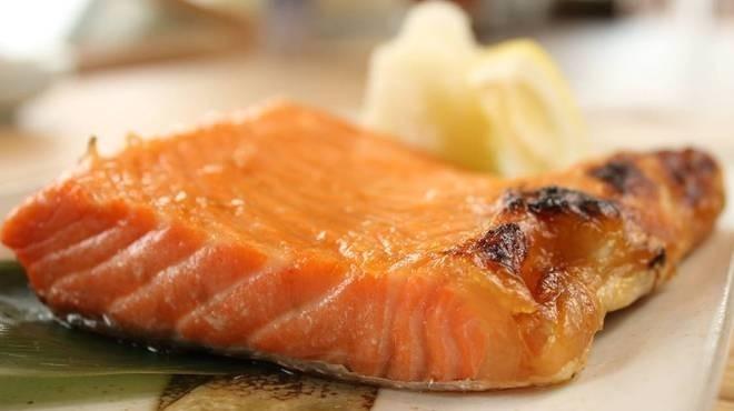 人気漁港メシ④鮭のハラミ焼き定食