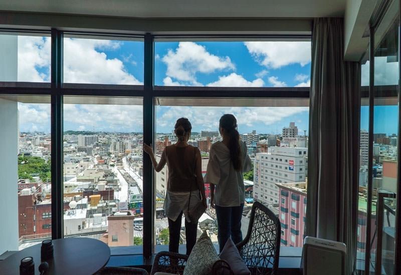 テラスからの絶景が素晴らしい「JR九州ホテル ブラッサム那覇」