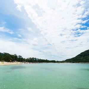 白砂青松の海岸を見渡す癒しの宿。山口県「宵待ちの宿 萩一輪」とは?