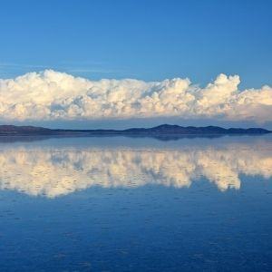 雨季が作り出す天空の鏡。ボリビアの絶景「ウユニ塩湖」