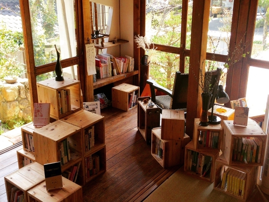 佐賀県の泊まれる図書館