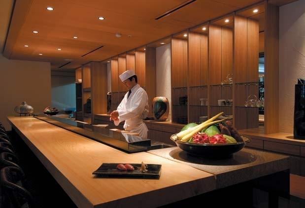 地元沖縄の食材をたっぷりと使用した美食の数々