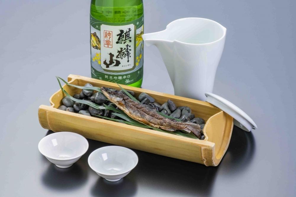 日本酒を愛してやまないスタッフ2人が目利き