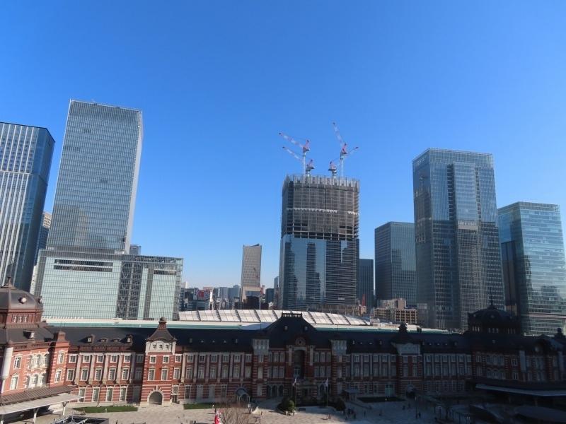 【1】新丸ビル「丸の内ハウス」テラスから見た東京駅方面/千代田区