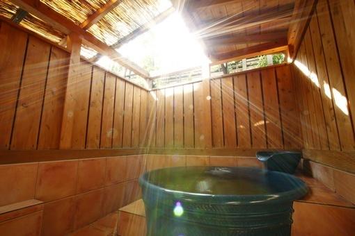 静岡県にある伊豆長岡温泉「三楽の宿 さかや」の魅力③無料の貸切風呂「楽天」