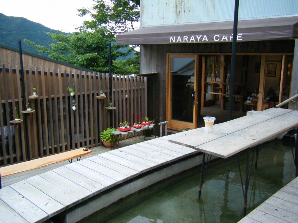 雨でもOK!旅館を改造したレトロ足湯カフェ