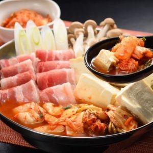 """今年ブームの""""辛ーい""""鍋は寒い冬のお取り寄せにぴったり。芯から温まる味わいを堪能しよう"""